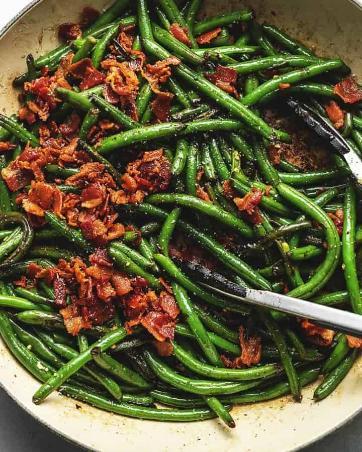 green beans with bacon in a skillet