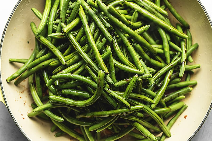 green beans in a large skillet