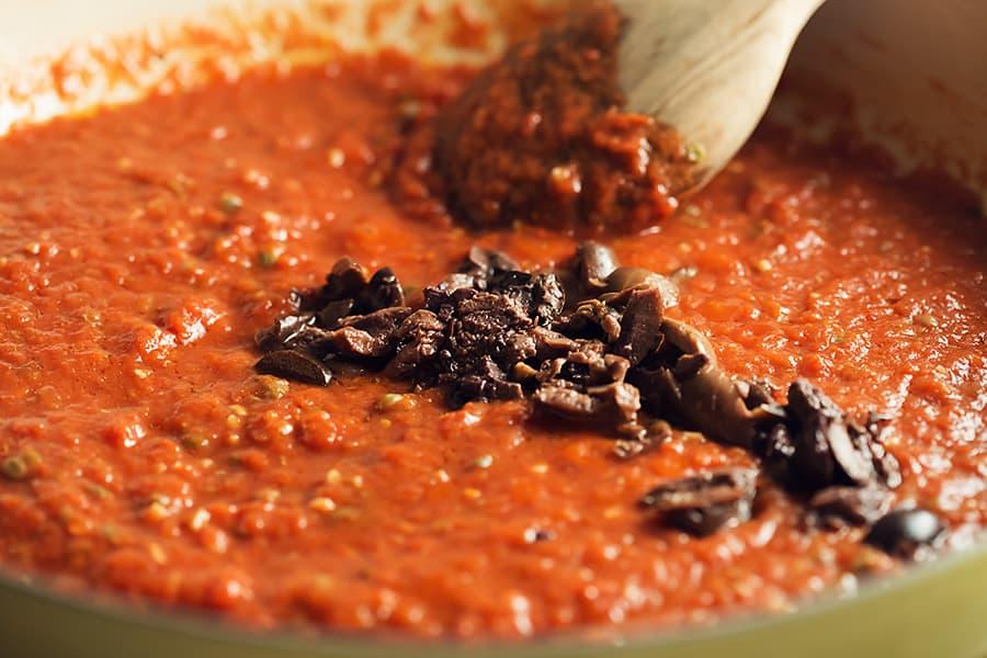 puttanesca sauce simmering