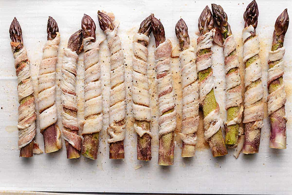 asparagus wrapped in bacon on parchment paper