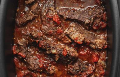 crockpot short ribs in a slow cooker