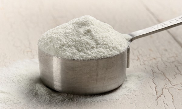 xanthan gum in a measuring cup
