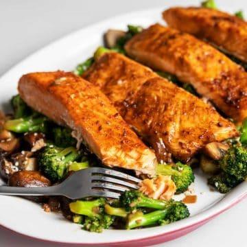teriyaki salmon and broccoli on a white platter