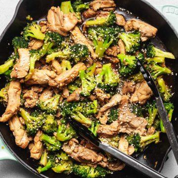 keto chicken broccoli stir fry in a skillet